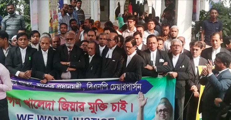 'খালেদা জিয়ার স্বাস্থ্যগত প্রতিবেদন নিয়ে ষড়যন্ত্র করছে সরকার'