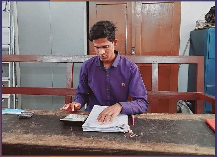 রাজশাহী জেলা প্রশাসকের কার্যালয়ে কাজ করছেন জনি